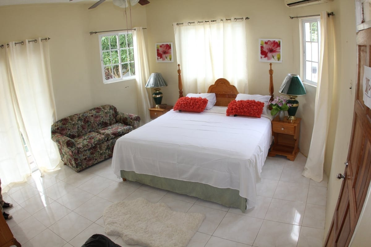 Luxury Jamaica villa King size bed