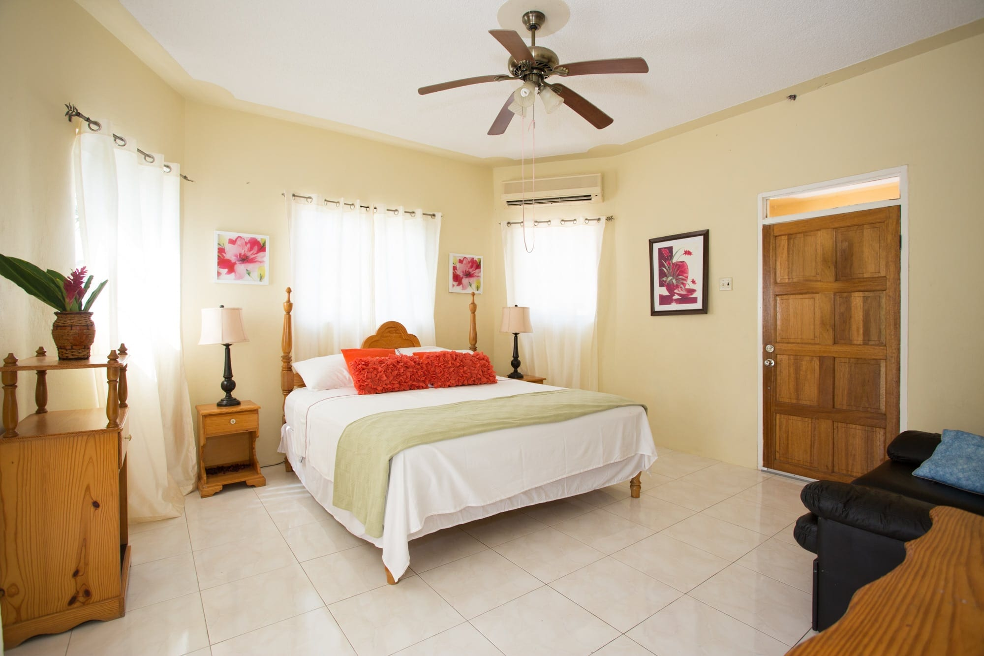 Jamaica Ocean View Villa king size bedroom 201510