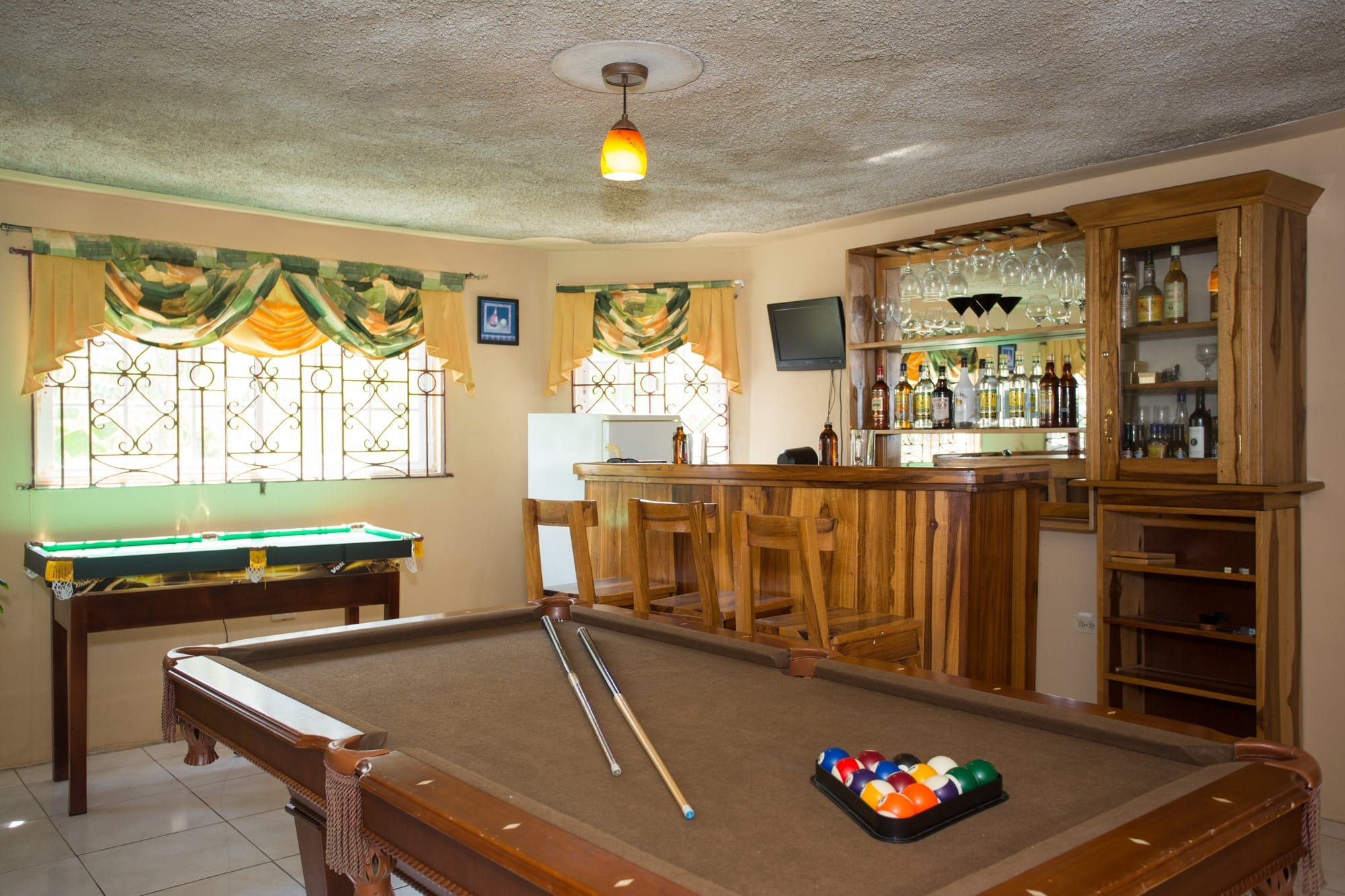 Recreation room and bar 201510