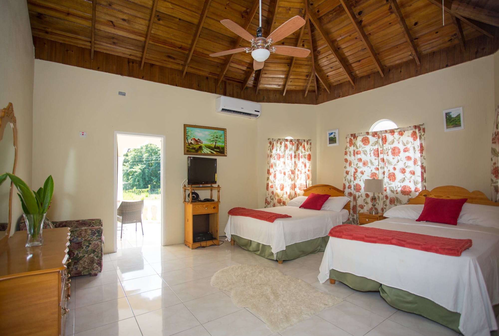 Jamaica villa bedroom sleeps 4