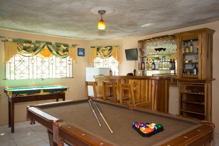 Jamaica villas with game rooms and billiard table