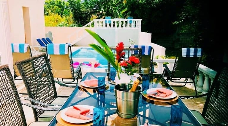 Jamaica villas with outdoor dining option