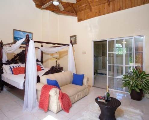 Jamaica villa master bedroom with Jacuzzi