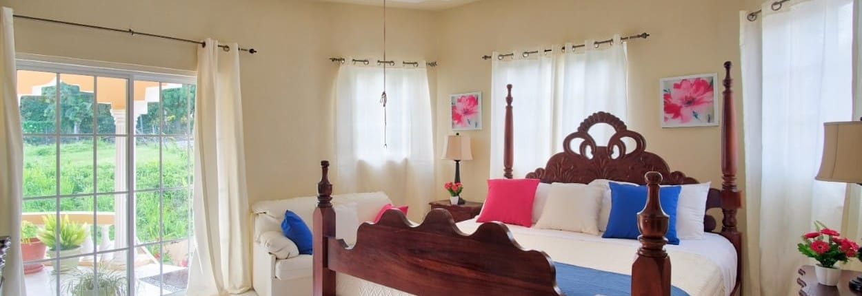 Jamaica villas in Ocho Rios king bedroom