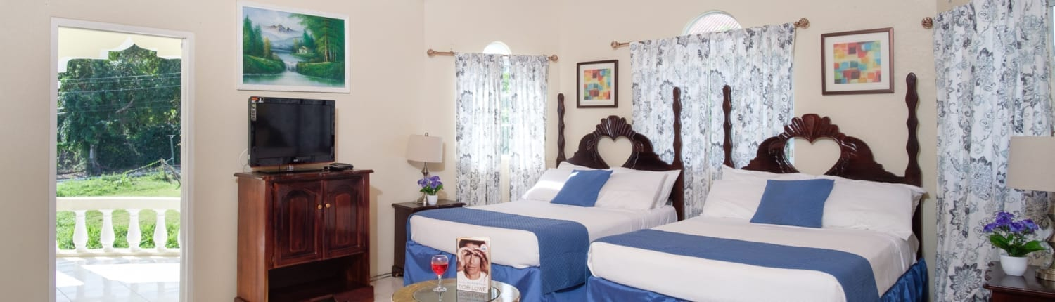 Jamaica villa bedroom sleeps 4/5