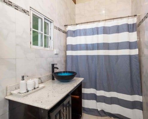 Villa in Jamaica private bathroom