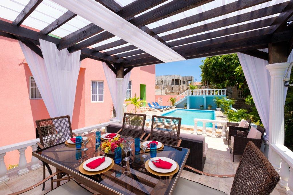 Luxury villa in Jamaica out door dining
