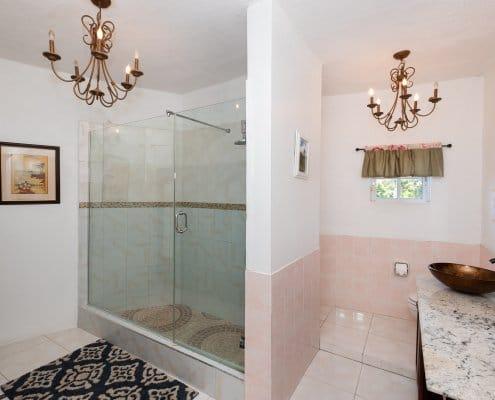 Villa in Jamaica luxury bathroom